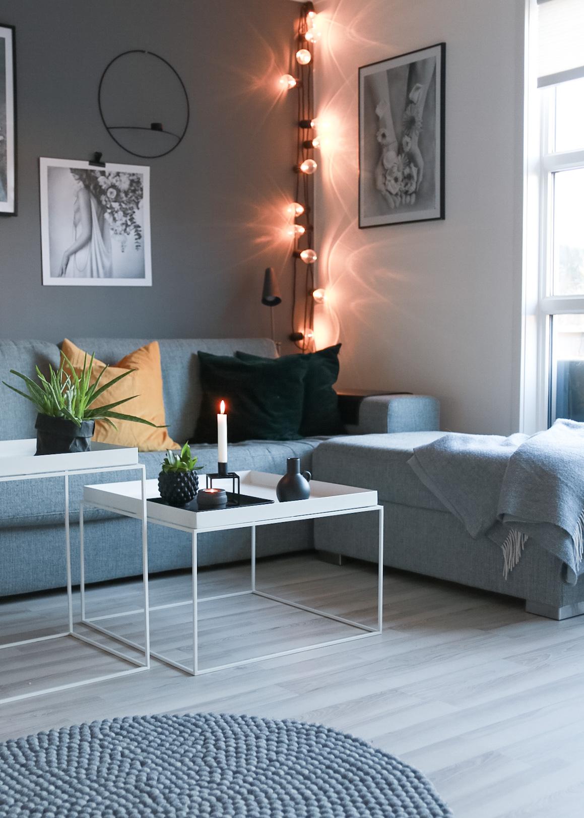 En gul detalj i sofaen - HVITELINJER  BLOGG -