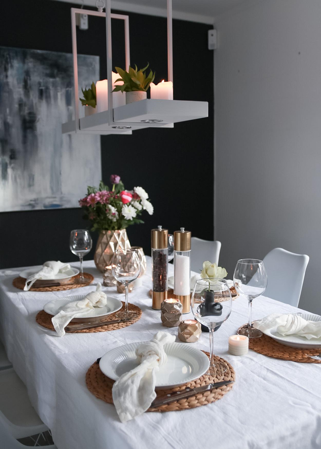Valentine's borddekking i hvitt og gull - HVITELINJER BLOGG