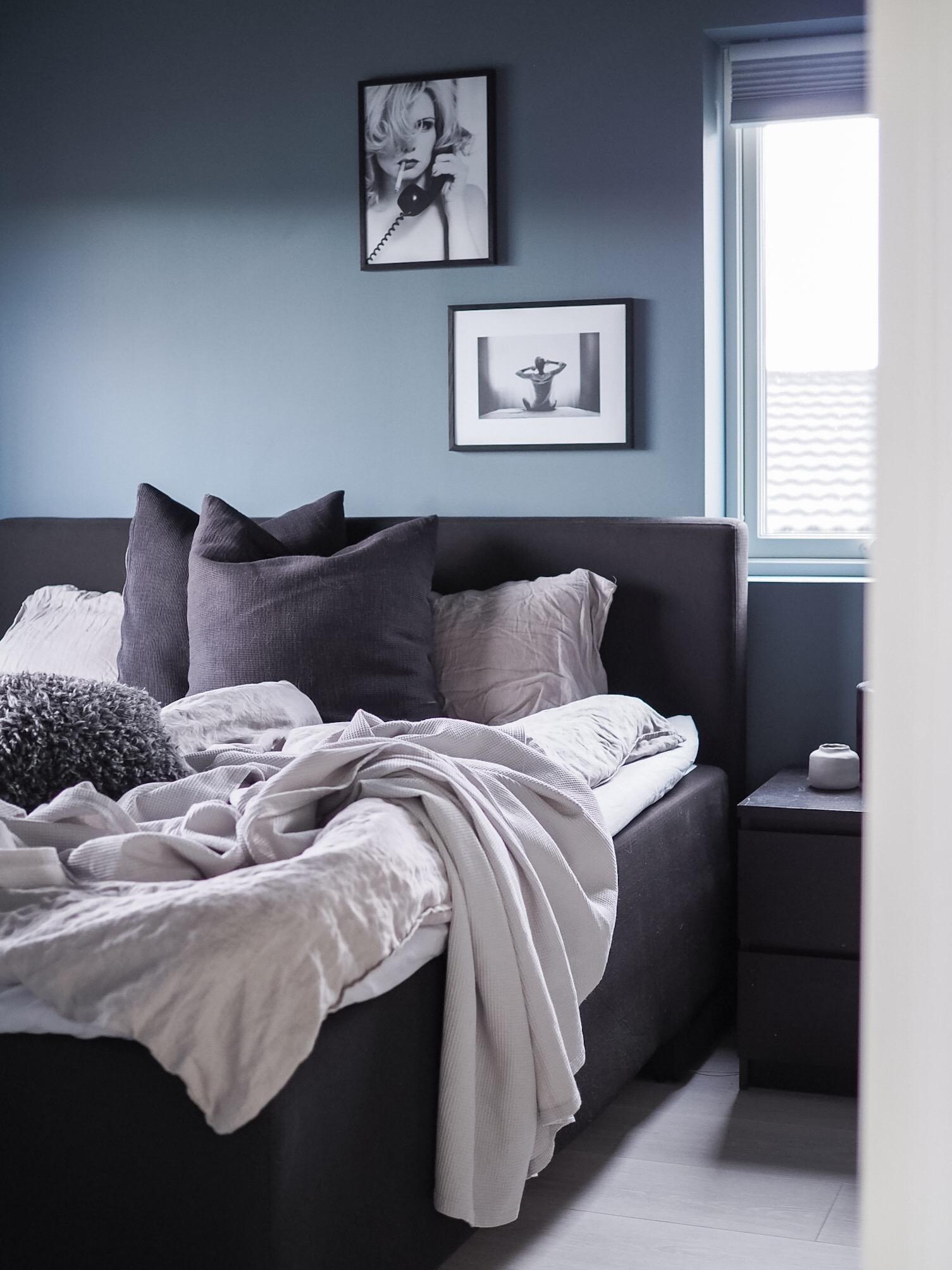 Hovedsoverommet - The blue room - HVITELINJER BLOGG