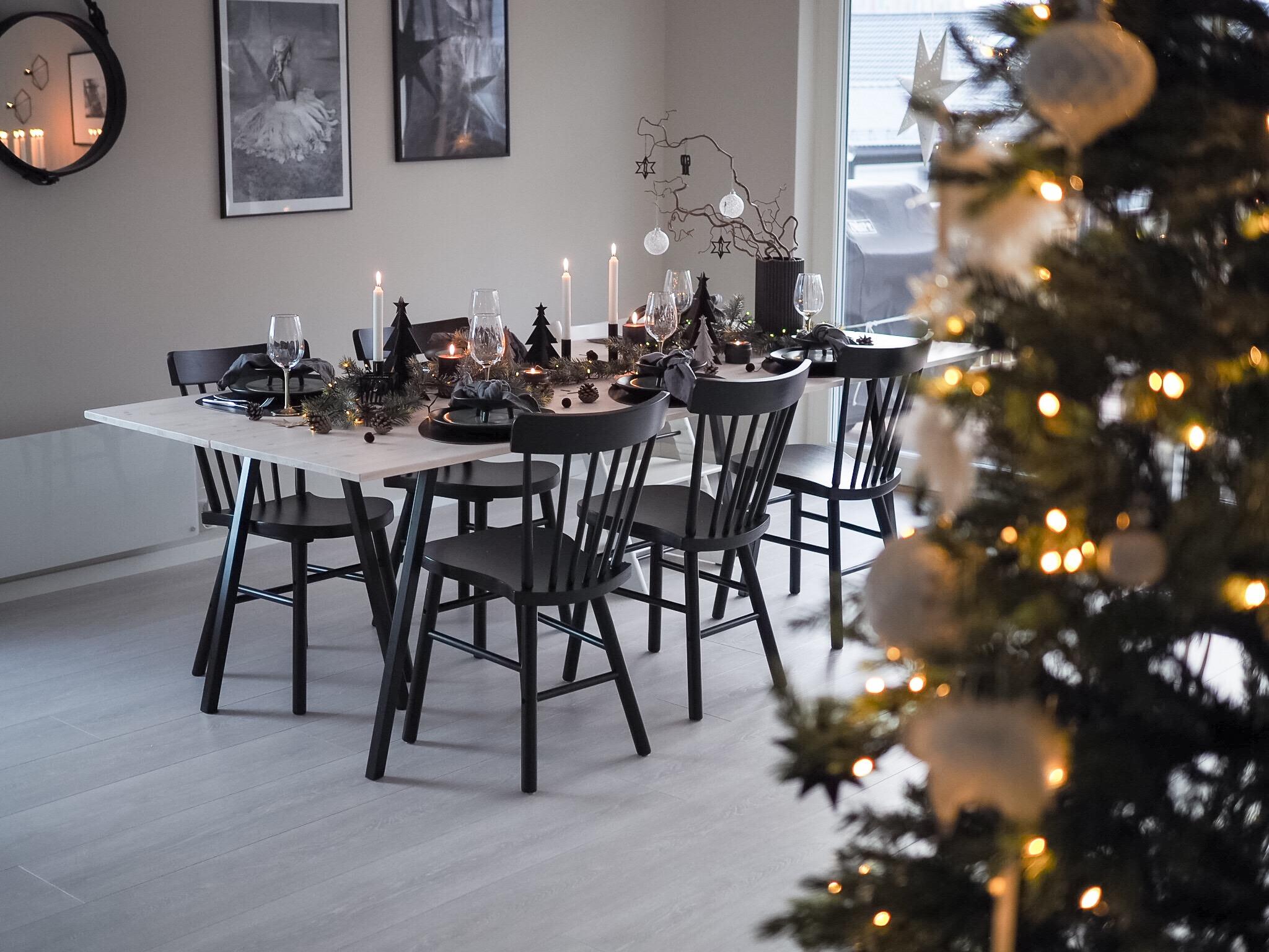 Årets første borddekking til jul